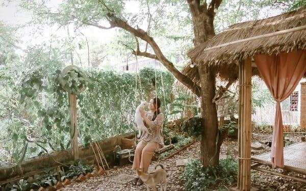Ngôi Nhà Vườn Trên đồi đầy Mộng Mơ Và Dịu Ngọt Của Cô Gái Xứ Huế Dành Cả Thanh Xuân Cho Niềm đam Mê Làm Hoa Giấy